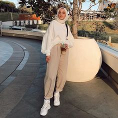 Source by outfits hijab Modest Fashion Hijab, Modern Hijab Fashion, Street Hijab Fashion, Casual Hijab Outfit, Hijab Fashion Inspiration, Muslim Fashion, Fashion Outfits, Fashion Ideas, Hijab Chic