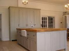 Good proportions, interesting changes of height and different paint shades for depth and interest. Kitchen Paint, Kitchen Backsplash, New Kitchen, Kitchen Design, Kitchen Cabinets, Kitchen Ideas, Farrow And Ball Kitchen, Reclaimed Kitchen, Brooklyn Kitchen