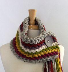Tejidos gruesos flecos bufanda capucha en plata / rojo / púrpura / crema / Lemongrass / Yellow / Magenta con botón gris luz grande