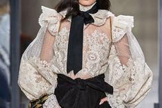 4 Fall Runway Trends I'm Trying Now - Bohemain Style - Fall Outfit Fashion Mode, Moda Fashion, Couture Fashion, Runway Fashion, High Fashion, Fashion Show, Fashion Outfits, Womens Fashion, Fashion Trends