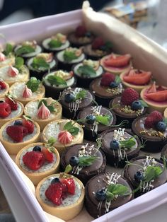 Cute Desserts, Sweets Recipes, Delicious Desserts, Yummy Food, Bakery Packaging, Sweet Bar, Bakery Cakes, Cake Decorating Tips, Aesthetic Food