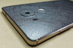 Folie SKIN 3M texturata  Huawei Mate 8 🔜 3M Modele noi, texturi noi, culori noi. 🔝 Materiale de calitate, aplicare gratuita ✔ www.24gsm.ro ✔ 0728428428 Foto: Wagenpfiel Elena Iphone, Metal, Silver, Design, Money