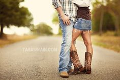 Engagement picture. Tara Swain Photography