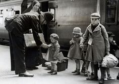 The Forties little girl dress | 1940: A policeman makes sure some young evacuees are on the correct ...