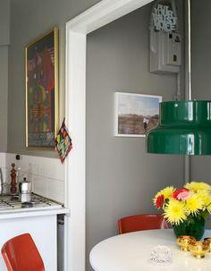 Grey walls, green light....