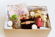 Here at Rè Nao, we are able to provide hand selected and beautifully crafted gift boxes with personalized messages for your loved ones Rakhi, Gift Boxes, First Love, Gift Wrapping, Packaging, Messages, Gifts, Gift Wrapping Paper, Presents