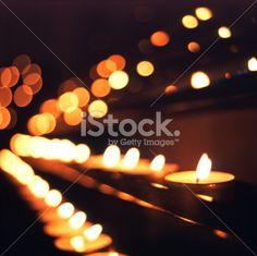 Näiden kynttilöiden sytyttämiseen menisikin aika monta tulitikkua...