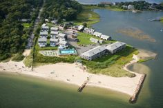 Escape to a different kind of oceanfront getaway with the charm of old Cape Cod at Green Harbor! Located on 7.5 lush acres, this beachfront resort has 50 beautiful suites, cottages and villa townhouses offering a wide array of amenities in a secluded setting near the unique shops and attractions of Hyannis village.