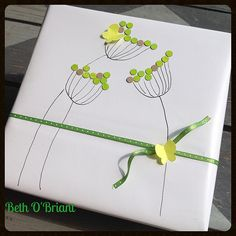 Simple Green Flowers Gift Wrap   von Beth O'Briant