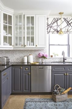 Gorgeous contrast kitchen cabinetry by Feasby & Bleeks Design.