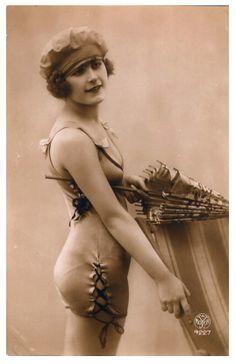 Old Vintage Antique 1920 S Bathing Beauty Photo Reprint for sale online Vintage Photographs, Vintage Images, Antique Photos, Mode Vintage, Vintage Ladies, Style Année 20, Vintage Outfits, Vintage Fashion, Fashion 1920s