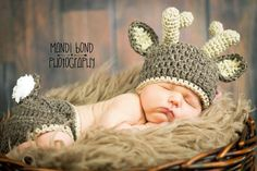 This cute set of deer hat and diaper cover is perfect for newborn photo shoots!  **Please refer to the shop announcement for a current