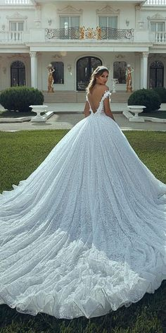 Aline Wedding Dresses ball gown wedding dresses v back with train luxury toumajean couture - There is a big range of ball gown wedding dresses. Sometimes it is difficult to choose only one bridal dress for a wedding day. Firstly, you must decide. Wedding Dresses With Flowers, Princess Wedding Dresses, Dream Wedding Dresses, Bridal Dresses, Wedding Gowns, Wedding Frocks, Bridesmaid Dresses, Awesome Dresses, Dresses Dresses