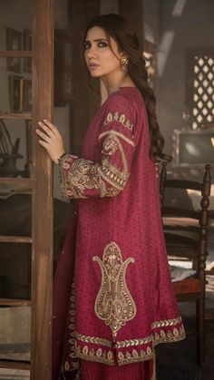 Mahira Khan in Zara Shahjahan Stylish Dresses, Simple Dresses, Women's Fashion Dresses, Indian Designer Outfits, Indian Outfits, Designer Dresses, Pakistani Couture, Pakistani Dress Design, Pakistani Wedding Outfits
