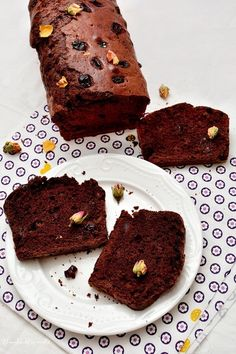 Look how moist and rich this chocolate carrot cake looks. Chocolate Carrot Cake, Best Chocolate, Chocolate Recipes, Carrot Cakes, Baking Recipes, Cake Recipes, Dessert Recipes, Cookie Desserts, Just Desserts