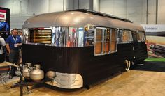 I think this is a Westcraft vintage trailer.