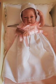 ¿Quieres hacer la ropita de tu nenuco o Antonio Juan tu misma? Knitted Dolls House, Smocking Plates, Lifelike Dolls, Baby Doll Clothes, Christening Gowns, Bitty Baby, Reborn Baby Dolls, Doll Crafts, Beautiful Dolls