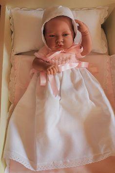 ¿Quieres hacer la ropita de tu nenuco o Antonio Juan tu misma? Knitted Dolls House, Smocking Plates, Lifelike Dolls, Baby Doll Clothes, Christening Gowns, Bitty Baby, Reborn Baby Dolls, Beautiful Dolls, Vintage Sewing