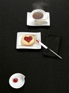 Snídaně s trpělivě tvarovaným srdcem Valentines Day, Tableware, Valentine's Day Diy, Dinnerware, Valentines, Dishes, Valentine's Day