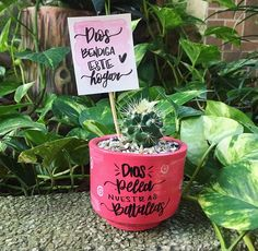 Diy Home Crafts, Creative Crafts, Painted Plant Pots, Hand Lettering Tutorial, Christian Gifts, Garden Art, Flower Pots, Diy Gifts, General Crafts