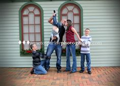 """Funny crazy family pose www.timetosparklephotography.com  For more ideas """"Like Us"""" at https://www.facebook.com/pages/Time-to-Sparkle-Photography-LLC/215052625232087?ref=br_rs"""