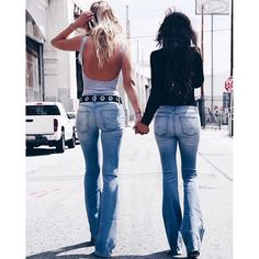 best friends Bridget & Zoranna twinning in Hudson's Mia Flare in Drift <3 #BFF #gotyourback
