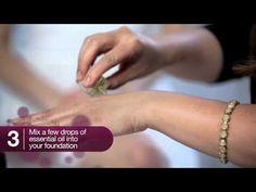 Video on how to achieve glowy, dewy skin with makeup