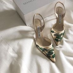 """""""Maintenance is terribly important."""" -- Manolo Blahnik ~pin: 𝒶✨💋💋 Pretty Shoes, Beautiful Shoes, Cute Shoes, Me Too Shoes, Sock Shoes, Shoe Boots, Shoes Heels, Shoes Sneakers, Pumps"""