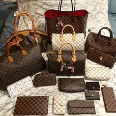 [Louis Vuitton Collection 41] We love watching our members complete their collection goals! Owner - Joyce Quan (group member) ----------------------------- Follow us to get your daily dose of Louis Vuitton!
