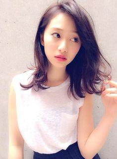 ひそかなトレンド♡キュートで雰囲気漂うアンニュイ風×ミディヘアスタイル|マシマロ