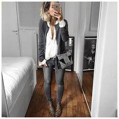 Graue Jeans + weiße Bluse Mehr