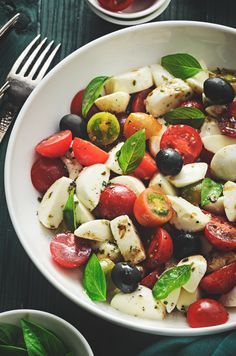Bocconcini Tomato and Olive Salad. Bocconcini Tomato Olive salad is a great side dish or light healthy meal Healthy Weekly Meal Plan, Avocado, Olive Salad, Spring Salad, Comfort Food, Greek Salad, Healthy Salad Recipes, Dressing, Chickpeas