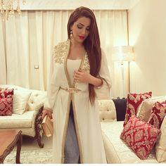 "36.9k Likes, 496 Comments - Nesreen Tafesh (@nesreentafesh) on Instagram: ""Thank u @amraouicouture_luxurycaftans for this beautiful abaya #nesreen_tafesh #نسرين_طافش #NT…"""