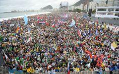 Multidão lota as areias de Copacabana no primeiro dia da JMJ