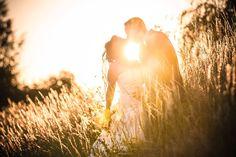 Hochzeitsfotos Shooting Brautpaar Feld Gegenlicht