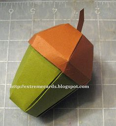 an acorn-box - before you can fold it together, you have to cut out the pattern. That's why it is no Origami, but it is really beautiful. Diy Paper, Paper Art, Paper Crafts, Origami Box, Origami Flower, Gland, Idee Diy, Autumn Crafts, How To Make Box