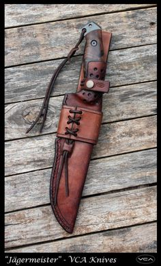 Knife Sheath Making, Leather Knife Sheath Pattern, Replica Swords, Knife Holster, Custom Leather Holsters, Leather Working Patterns, Homemade Weapons, Case Knives, Forged Knife