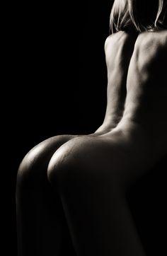 Curves #wet #curves #skin #sexy #body #yellows #budapest | https://www.facebook.com/yellows.studio Photo: Álmos Eőry - Yellow's Studio