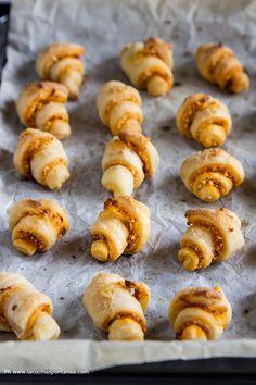Cornetti 'Nduja e Mandorle Best Italian Recipes, Favorite Recipes, Recipe Boards, Pretzel Bites, Cookies, Doughnut, Sausage, Muffin, Appetizers
