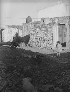 ΚΡΗΤΗ ΗΡΑΚΛΕΙΟ ΚΑΣΤΕΛΙ ΠΕΔΙΑΔΟΣ ΟΚΤΩΒΡΗΣ 1941 ΠΗΛΙΝΟ ΔΟΧΕΙΟ ΓΙΑ ΕΞΑΓΩΓΗ ΚΑΠΝΟΥ (ΑΝΕΦΑΝΟΣ) ΦΩΤΟΓΡΑΦΙΑ Weigt Ernst