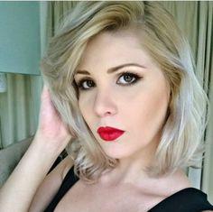 Make diva da hair stylist @makeupbyis com o Matte Lipstick Perfect Red