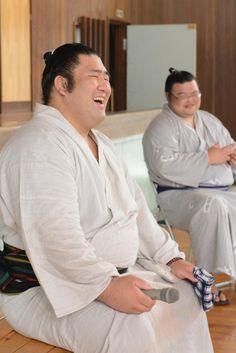 @misora_earth 割合、昔っぽいお相撲さんの笑顔を見せてくれますね。影山君は。#安芸支局