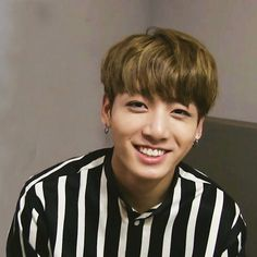 Shared by Find images and videos about kpop, bts and jungkook on We Heart It - the app to get lost in what you love. Jungkook Smile, Maknae Of Bts, Jungkook Jeon, Kookie Bts, Jungkook Oppa, Bts Bangtan Boy, Namjoon, Taehyung, Jungkook 2018