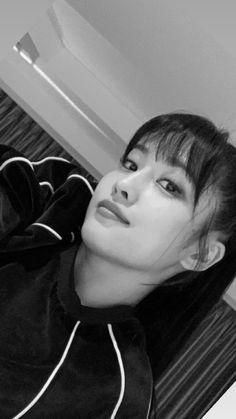 momo twice kpop Nayeon, Kpop Girl Groups, Korean Girl Groups, Kpop Girls, K Pop, Kyoto, Twice Momo Wallpaper, Rapper, Twice Kpop
