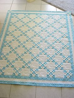 Simple 2 color nine-patch quilt. The quilting really complements the pattern. Longarm Quilting, Free Motion Quilting, Quilting Tips, Machine Quilting, Quilting Projects, Quilting Designs, Modern Quilting, Hand Quilting, Two Color Quilts