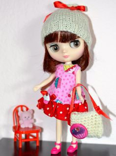 Blythe Middie Cupcake Girl in Pink and Red  https://www.etsy.com/listing/155659752/blythe-middie-doll-dress-hat-and-tote-3