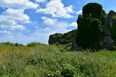 Grote rotsblokken in Plougrescant