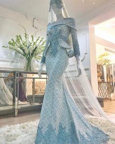 Jennifer Garner in Oscar de la Renta. [Photo by Donato Sardella] Hijab Dress Party, Hijab Wedding Dresses, Bridal Dresses, Wedding Gowns, Party Dresses, Malay Wedding Dress, Batik Dress, Mode Hijab, African Fashion Dresses