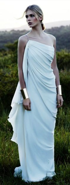 Bridal Dresses UK: Sexy Wedding Dresses By Amanda Wakeley. With her Grecian gown and the metallic bracelets, Wonder Woman at a wedding, I LOVE it! Amanda Wakeley, Costume Meduse, Greek Dress, Greek Goddess Dress, Greek Goddess Costume, Aphrodite Goddess, Earth Goddess, Toga Party, Mode Glamour