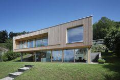 Haus DB Klaus — ARCHITEKTUR Jürgen Hagspiel House Built Into Hillside, Concrete Wood, House On A Hill, Modern House Design, Cabana, Building A House, Garage Doors, Outdoor Decor, Buildings